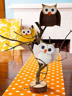 Hoot, hoot! Little crafty owls centerpiece - cute owls made out of cupcake liners!
