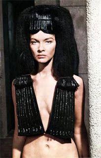 Esculpiendo el tiempo: Faraón (Faraon, 1966) de Jerzy Kawalerowicz.La puesta en escena se caracteriza por una sobriedad que se aleja de la pompa y el cartón piedra de las producciones hollywoodienses de este tipo.