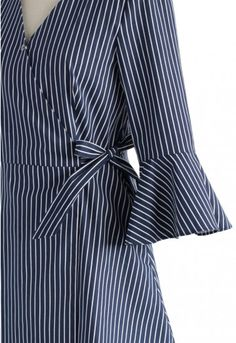 We're bringing you just a little more drama and a LOT more chic with this shirt dress style. Its stripes keep it classic while the sharp silhouette offers a stylish modern twist. - V-shape neckline - Self-tie wrapped design - Press-studs button fastening on bust - Bell sleeves - No lining - 97% Cotton, 3% Polyurethane Size(cm) Length Bust Waist Shoulder Sleeves XS 80 80 68 38 41 S 80 84 72 38 ...