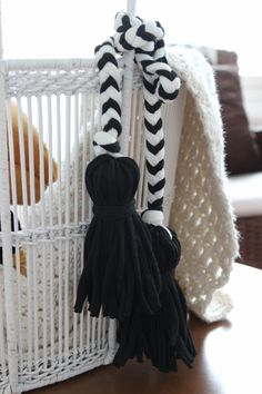 Tassels made of t-shirt yarn. Pirjon kädenjälkiä