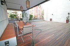 – BERGAMO _ VIA PAGLIA  Prestigioso appartamento piano alto di mq 215 dotato di 240 mq di terrazza, 20 mq di giardino d'inverno e autorimessa.  Immobile di moderno design architettonico situato in contesto contemporaneo e signorile.  L'immobile gode di una luminosità fuori dal comune grazie ad un ampia gamma di porte finestre e finestrature di grandi dimensioni che inondano di luce naturale l'immobile per tutte le ore del giorno.  La terrazza è rifinita in legno teak, dotata di…