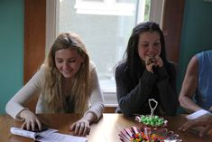 Georgie Henley and Abigail Breslin -  thanks to Christian Mouzard http://www.flickr.com/photos/christianmouzard/sets/72157629926926475/