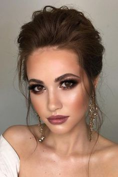 make-up day of # fall makeup 30 Delighting Fall Wedding Makeup Ideas Fall Wedding Makeup, Natural Wedding Makeup, Wedding Hair And Makeup, Wedding Beauty, Wedding Makeup Brunette, Bridal Makeup Brunette, Vintage Wedding Makeup, Bride Makeup Natural, Brunette Bride