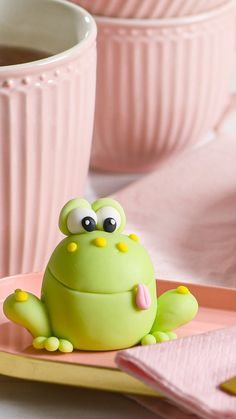 Modellier-Anleitung: Frosch – Famous Last Words Cute Polymer Clay, Cute Clay, Polymer Clay Creations, Polymer Clay Crafts, Polymer Clay Disney, Polymer Clay Animals, Cake Decorating Videos, Cake Decorating Techniques, Fondant Cupcake Toppers