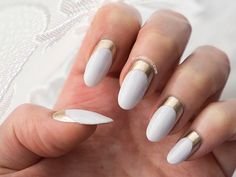 32 Dashing White And Gold Nails G Nails, Pointy Nails, Oval Nails, Manicures, Fancy Nails Designs, Nail Art Designs, Nail Blog, Great Nails, Almond Nails