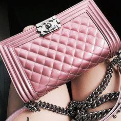"Páči sa mi to: 4,057, komentáre: 56 – @fuckyofashion na Instagrame: ""Pink x Chanel"""