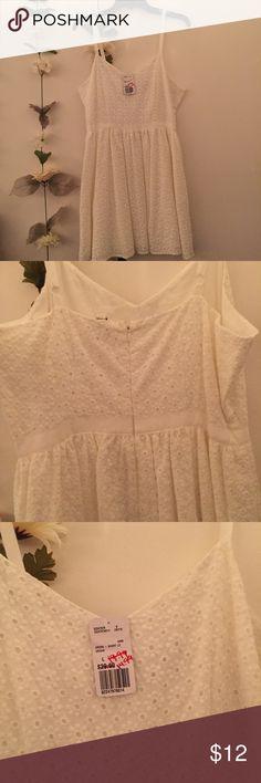 F21 Summer Dress White summer dress with daisy details,adjustable straps. Forever 21 Dresses Mini