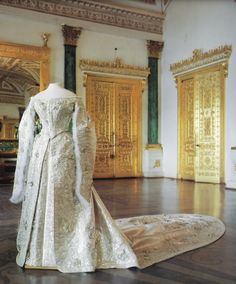Court dresss worn by Empress Maria Feodorovna.  This mono-colored court dress has long fur-trimmed sleeves, straight off-shoulder neckline, vee waistline & court train.