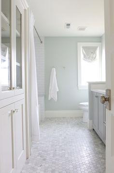 Kids Bathroom Floor #ContemporaryBathroomRemodel #Bathroomremodeling #Bathroomvanitycabinets
