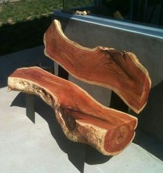 This wooden log bench is beautiful and breathtakingly amazing. This is apparently a piece of tree log sliced into two halves Woodworking Plans, Woodworking Projects, Diy Wood Bench, Cedar Bench, Log Furniture, Outdoor Furniture, Natural Wood Furniture, Live Edge Furniture, Inexpensive Furniture
