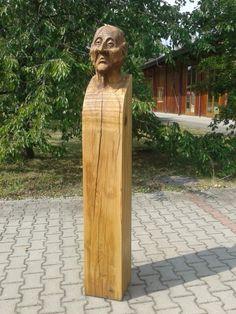 """Das ist Anton Bruckner in Eiche,  kettengesägt und """"geschliffen"""""""