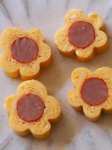 お花の玉子焼き Vegan Lunch Box, Bento Box Lunch, Kawaii Bento, Bento Recipes, Kids Menu, Food Decoration, Cooking With Kids, Cute Food, Diy Food