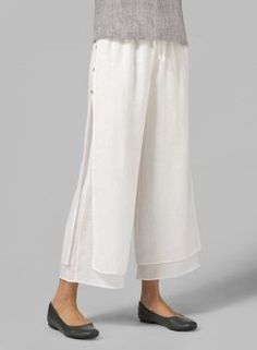Linen Double-Layer Cropped Pants With Sea Shell Button Linen pants with double layer and shell button A Line Skirt Outfits, Skirt Pants, Shorts, Kurti Sleeves Design, Pantalon Large, Designs For Dresses, Grunge Style, Pants Pattern, Linen Pants