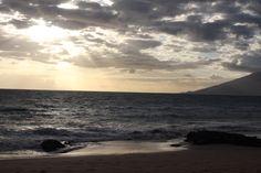 Beautiful sunset in Kehei #maui tonight!  www.menehunemaps.com