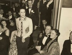 As a selection of fashion icon Diana Vreeland's wardrobe goes to auction The LuxPad takes a closer look at her inspirational life, her successes and most remembered moments… Givenchy, Valentino, Elsa Peretti, Carolina Herrera, Diva Fashion, World Of Fashion, Ysl, Karl Lagerfeld, Dior