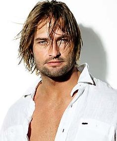 This is Josh Holloway. Josh was a great reason to watch every single episode of Lost, for a weekly nibble of bad boy eye candy. Josh Holloway is a yummy guy.