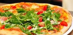 Nothing hits the spot like gooey, cheesy pizza when you're looking for something quick or delicious to eat. For pizza lovers,. Budget Meal Planning, Budget Meals, Healthy Pizza, Healthy Eating, Pizza Cool, Pizza Sans Gluten, Pizza Legume, Healthy Soup Recipes, Delicious Recipes