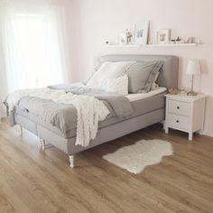 schlafzimmer-bedroom-boxspringbett-fashionkitchen-fashionkitchenshome-home-ikea-grey-rosa-girlybedroom-m%C3%A4dchenschlafzimmer021.JPG 700×700 Pixel