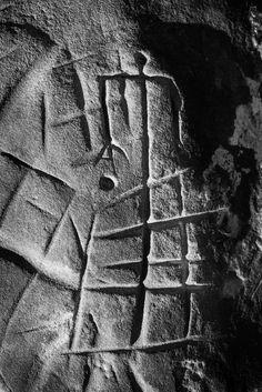 Personnage tridactyle, dans l'abri du mont Aiveu, forêt de Fontainebleau. / Emmanuel Breteau