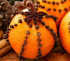 fragrant country christmas decoration - cloves in oranges - I did these as a child and they are so much fun and smell Christmas Morning, Winter Christmas, Christmas Holidays, Merry Christmas, Christmas Crafts, Xmas, Christmas Oranges, Natural Christmas, Father Christmas