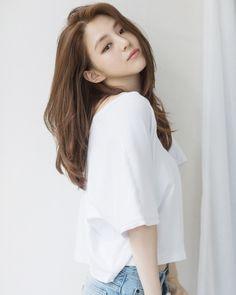 Medium Hair Cuts, Medium Hair Styles, Short Hair Styles, Korean Beauty, Asian Beauty, Korean Girl, Asian Girl, Girl Photo Poses, Girl Poses