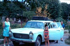 """Pour ce """"Mercredi nostalgie"""", un départ en vacances avec la Peugeot 404 break, en 1974 - Photo nostalgique par excellence !"""