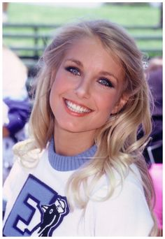 Heather Thomas - Heather Thomas ( born: Heather Anne Thomas on September 1957 in Greenwich, Connecticut ) is an American actress, screenwriter, author and political activist, who co-starred as Jody Banks on the TV series The Fall Guy. Heather Thomas, Cute Woman, Pretty Woman, Pretty Girls, Top Female Celebrities, Celebs, Olivia Taylor Dudley, The Fall Guy, Anthony Michael Hall