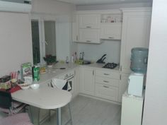 Рассказ Елены и Дмитрия из Минска: — Кухонька у нас совсем маленькая: всего 5,7 м2, квартира — в старом доме-хрущевке 1962 года постройки. Основной задачей было сделать кухню функциональной, уютной,…