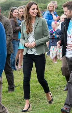 Kate Middleton Looks Ridiculously Amazing One Month After Giving Birth - Kate Middleton Post Baby Body - Cosmopolitan
