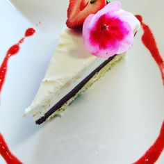 Kahden suklaan kakkua Plastic Cutting Board, Desserts, Food, Tailgate Desserts, Deserts, Essen, Postres, Meals, Dessert