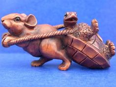 Mouse pulling turtle