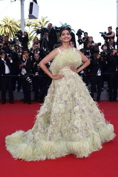 Sonam Kapoor in Elie Saab Couture - Cannes 2015 786ff863e