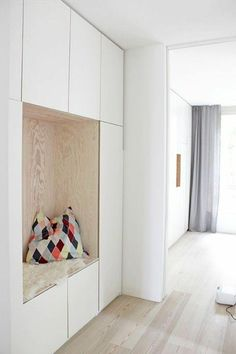 Built-in cupboards - practical solution for the highest demands - Sitzbänke ♡ Wohnklamotte - Decoration Hallway Cupboards, Built In Cupboards, Hallway Storage, Storage Spaces, Tall Cabinet Storage, Hallway Decorating, Interior Decorating, Corridor Design, Fitted Wardrobes