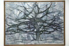 GRIJS: 'De grijze boom' van Mondriaan lijkt in weinig opzichten op de typische werken die we van hem gewend zijn. Toch is al te zien dat hij in dit vroege werk de werkelijkheid steeds abstracter begon te schilderen. Uiteindelijk zou dat leiden tot een volledige reductie van de zichtbare wereld tot de basis van horizontale en verticale lijnen en primaire kleuren.  Piet Mondriaan, 'Grijze Boom', 1911