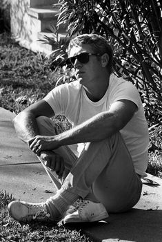 Steve McQueen wearing Persol Photograph by William Claxton Steven Mcqueen, Persol, Classic Hollywood, Old Hollywood, William Claxton, Photo Star, Man Photo, White Tennis Shoes, Thing 1