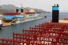 O primeiro navio de carga de classe Triple-E da transportadora Maersk Line deve zarpar dos estaleiros da Coreia do Sul nesta semana. Com 20 andares, quase 400 metros de comprimento e capacidade para levar 11% mais carga que o maior navio do mundo atualmente, o novo cargueiro vai consumir 35% menos combustível por contêiner do que a frota atual, segundo a empresa, que pertence ao conglomerado dinamarquês A.P. Møller-Maersk A/S.