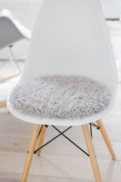 GroBartig Sitzkissen Für Eames Chair In Hellgrauem Kuschelfell