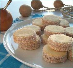 Learn to make an Alfajor cookie at Four Seasons Resort in Carmelo, Uruguay Köstliche Desserts, Dessert Recipes, Baby Food Recipes, Cookie Recipes, Chilean Recipes, Ecuadorian Recipes, Venezuelan Food, Spanish Dishes, Quinoa
