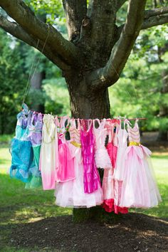 Outdoor Dress Up Station for a princess party! Princess Tea Party, Princess Dress Up, Princess Birthday, Girl Birthday, 3 Year Old Birthday Party, 6th Birthday Parties, Dress Up Stations, Childrens Party, Girl Pictures