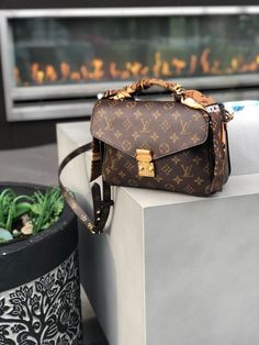 Sep 2019 - The best and most popular LV crossbody bags. Pochette Metis, Alma BB and more. Explore the list of the Best Louis Vuitton Crossbody bags by FifthAvenueGirl Bijoux Louis Vuitton, Louis Vuitton Nails, Pochette Louis Vuitton, Louis Vuitton Keepall, Vintage Louis Vuitton, Louis Vuitton Monogram, Lv Pochette Metis, Louis Vuitton Luggage, Louis Vuitton Alma