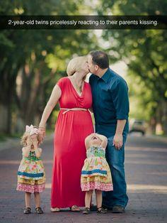 Ah toe pap en mam, niet zoenen! Children do not like intimacy of their parents .