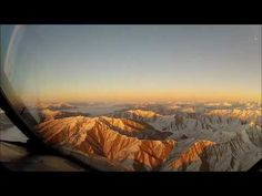 Watch this amazing video footage shot by a pilot flying over the Southern Alps while flying into Queenstown #newzealand #travel #auckland #backpackers