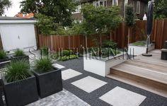tuin-met-oplossing-garage-achter-in-tuin-tuinontwerp-met-plantenbakken-siergrassen-mooie-warme-tinten-fris-groen-en-groenblijvende-beplanting-rotterdam-tuinontwerp-erik-van-stijltuinen. Modern Landscape Design, Modern Landscaping, Backyard Landscaping, Modern Design, Back Gardens, Small Gardens, Townhouse Garden, Potager Garden, Garden Spaces