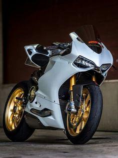 White and gold Ducati! Ducati Motorcycles, Custom Motorcycles, Yamaha Bikes, Ducati 1199 Panigale, Custom Sport Bikes, V Max, Harley, Sportbikes, Hot Bikes