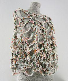 Pine cone crochet shawl/poncho in recycled tshirt door AmeBa77