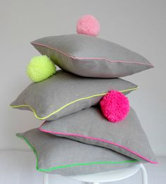 "Osterhasen - Kissen mit Pompon nähen (Is it a cushion or an easter bunny? ""Sew"" yourself)"
