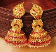 Gold Jhumka Earrings, Jewelry Design Earrings, Gold Earrings Designs, Gold Jewellery Design, Gold Temple Jewellery, Gold Jewelry, Jhumka Designs, Antique Jewellery Designs, Jewelry Patterns