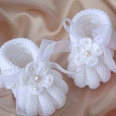 Discover thousands of images about Baby Knitting Patterns Free Crochet Baby Booties Patterns - Crochet Baby Shoes. Most beautiful baby booties babetpatikmodeleri babygiftatic babypati The moment that you have waited for has finally arrived: the day you br Baby Knitting Patterns, Baby Booties Knitting Pattern, Baby Shoes Pattern, Baby Patterns, Free Knitting, Crochet Patterns, Crochet Baby Blanket Beginner, Baby Girl Crochet, Crochet Baby Shoes