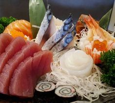 Mixed sashimi Sashimi Sushi, Oriental, Asian Recipes, Ethnic Recipes, Ratatouille, I Love Food, Japanese Food, Meals, Tour