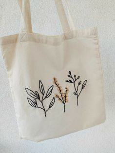 Diy Embroidery Bags, Embroidery On Clothes, Simple Embroidery, Hand Embroidery Stitches, Hand Embroidery Designs, Floral Embroidery, Embroidery Patterns, Bordados E Cia, Embroidered Bag